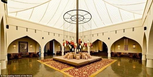 Là sự kết hợp những tinh túy giữa kiến trúc Omanvà phong cách thiền viện châu Á, khách sạn Chedi Muscat ở Oman chắc chắn sẽ làm bạn nhớ mãi một khi có dịp tại mục sở thị đấy.(Nguồn: Daily Mail)