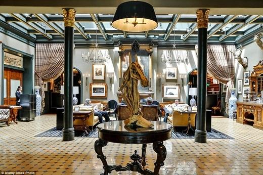 Khách sạn Jerome ở Aspen được sửa chữa vào năm 2012 dưới sự giám sát của kiến trúc sư nội thất nổi tiếng người Mỹ - Todd Avery Lenahan. Ông đã thành công trong việc đưa Jerome lên một đẳng cấp hoàn toàn mới với lối kiến trúc độc lạ và tuyệt mĩ.(Nguồn: Daily Mail)