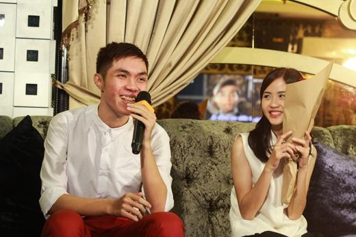 Quả nhiên, chàng trai của Băng Châu là một người hết sức lãng mạn. Bảo đãháttặng Băng Châu một cakhúc của nam ca sĩ cô yêu thích nhất -Sơn Tùng M-TPđể bày tỏ tình cảm của mình.