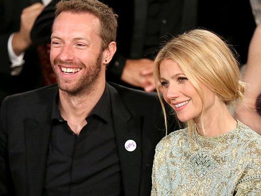 Diễn viên nổi tiếng Paltrow Gwyneth là một fan cuồng của nhóm Coldplay. Cô có cơ hội gặp chồng cũ Chris Martin trong một buổi biểu diễn của nhóm vào năm 2002, khi cô lấy hết can đảm đi vào cánh gà để gặp thần tượng.
