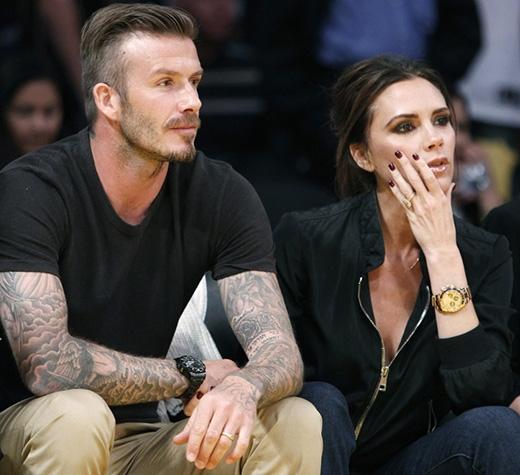 David Beckham thần tượng Spice Girls và đặc biệt là Victoria. Vì vậy khi gặp nàng sau một trận đấu năm 1997, anh đã cố gắng biến thần tượng thành người yêu của mình. Và cuối cùng anh đã thành công, hai người kết hôn, sống hạnh phúc viên mãn bên nhau cùng 3 con trai và 1 con gái.