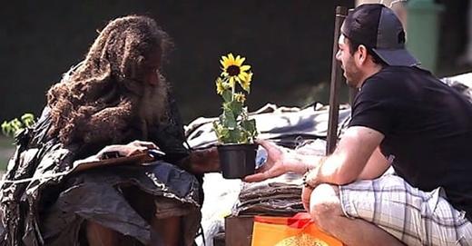 Hiện tại, Raimundo đã nhận đượcrất nhiềusự giúp đỡ của người dân địaphương...(Ảnh: Internet)