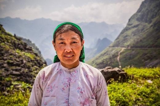 Người phụ nữ dân tộc với hàm răng chắc khỏe – đèo Mã Pí Lèng, tỉnh Hà Giang.(Nguồn: Matador Network)