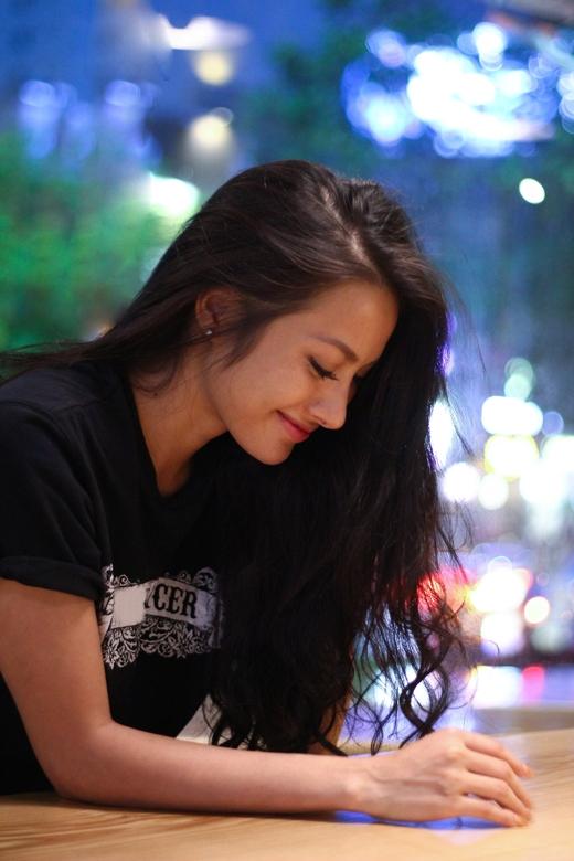Yaya Trương Nhi vẫn cực kì xinh đẹp ngay cả khi diện chân váy chấm bi đơn giản.