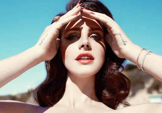"""Lana Del Rey cho biết, cô đã từng qua đêm cùng rất nhiều người trong showbiz: """"Bạn biết đó, tôi đã ngủ với rất nhiều chàng trai trong ngành công nghiệp âm nhạc. Nhưng chẳng ai giúp tôi trong lĩnh vực này cả""""."""