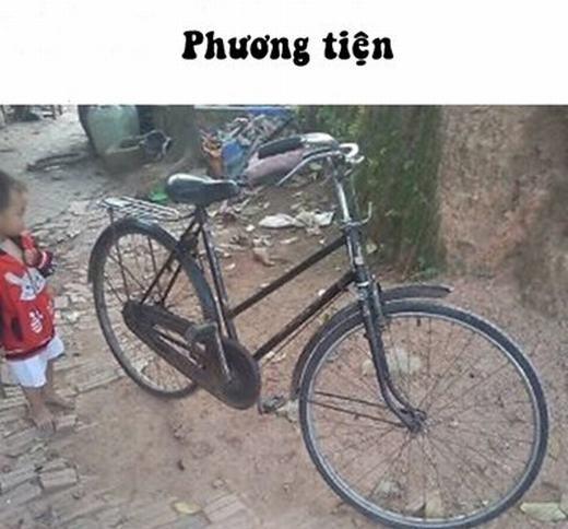 """Thời đó, xe """"phượng hoàng"""" được xem là tài sản của nhiều người. Do đó, học sinh nào được đi chiếc xe đạp này đến trường cũng """"oách""""không khác là bao so với việc ngồi trên """"xế hộp""""thời nay. (Ảnh: Internet)"""