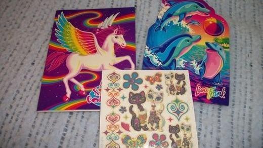 Bạn đã từng dán những sticker nhỏ này lên lưu bút, sách, vở, dụng cụ học tập...thậm chí là lên tường bao giờ chưa? (Ảnh: Internet)