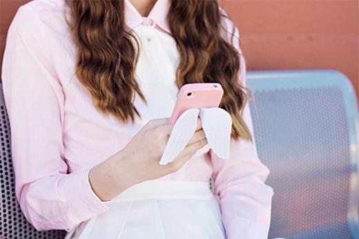 Smartphone - kẻ thù thầm lặng hủy hoại nhan sắc bạn