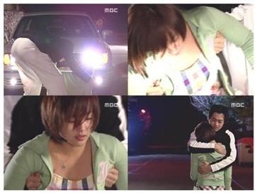 Kim Jae Won phải vừa nắm chặt hai tay vừa đỡ nữ diễn viên Soo Jin trong một cảnh quay.