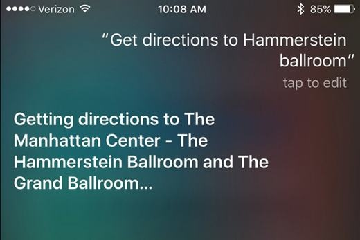 """Bạn cũng có thể nhờ Siri chỉ đường đi bằng các phương tiện giao thông cộng cộng với iOS 9. Hãy ra lệnh kiểu như """"Chỉ đường đến Hammerstein Ballroom"""", Siri sẽ vẽ ra một lộ trình cụ thể, di chuyển bằng phương tiện gì, ra ga ở cổng nào. Tất cả là nhờ Apple Maps hiện đã hỗ trợ việc di chuyển bằng phương tiện công cộng."""