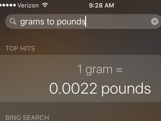 Bạn sẽ có thể chuyển đổi gram sang pound, inch sang feet và bất cứ các đơn vị đo lường nào đang tồn tại thông qua Siri mà không cần phải truy cập vào trình duyệt web. Công cụ tìm kiếm mới của iOS 9 được tích hợp sâu với Siri nên sẽ cung cấp thông tin cho bạn ngay tức thì.