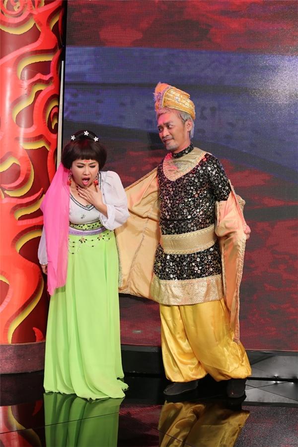 Lê Khánh bị chồng Thu Trang công khai sàm sỡ ngay trên sân khấu - Tin sao Viet - Tin tuc sao Viet - Scandal sao Viet - Tin tuc cua Sao - Tin cua Sao