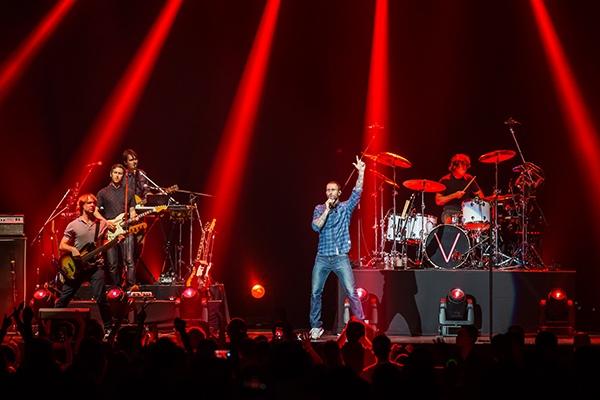 Fan Việt phát cuồng, gây bão vì Maroon 5 ở Thái Lan