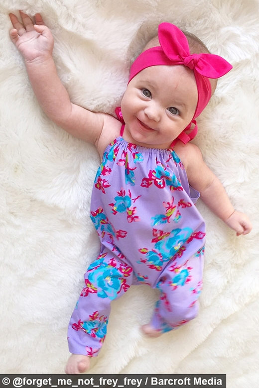 Hiện Tiny đang làm người mẫu đại diện cho một nhãn hàng thời trang em bé.(Ảnh: Instagram)