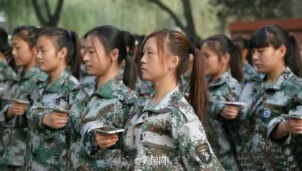 TheoNhân dân nhật báo, khóa huấn luyện quân sự này được mở ra tại một trường đại học tỉnh Hà Nam (Trung Quốc) nhằm cai nghiện smartphone cho các sinh viên.