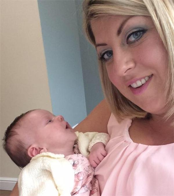 Em bé sơ sinh suýt tử vong vì nụ hôn của mẹ