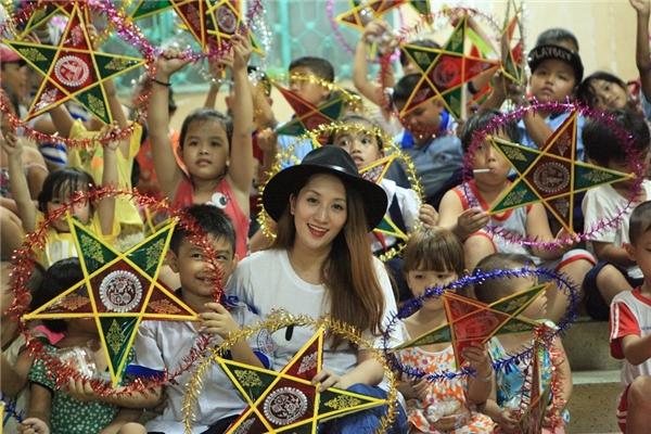 Khánh Thi giỗ Tổ long trọng sau chuyến phát quà Trung thu cho trẻ em - Tin sao Viet - Tin tuc sao Viet - Scandal sao Viet - Tin tuc cua Sao - Tin cua Sao