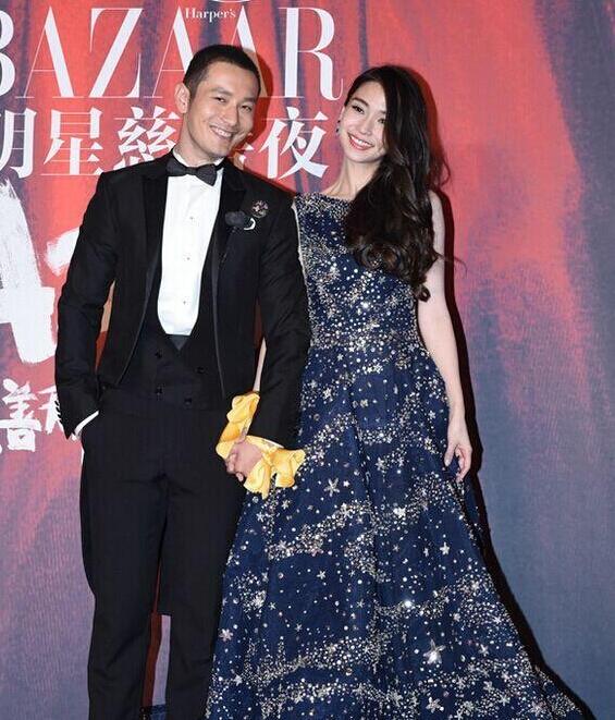 AngelaBaby và Huỳnh Hiểu Minh khoe thiệp cưới và nhẫn kim cương