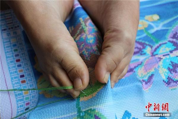 Đôi bàn chân kì diệu của Vương Hương