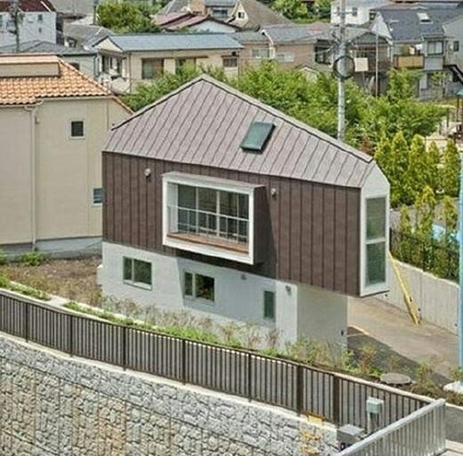 """Một căn nhà """"siêu mỏng"""" như thế này hoàn toàn có thể chứa 2 - 3người.(Nguồn: 9gag)"""