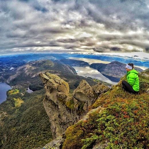 Một mình một cõi giữa thiên nhiên hùng vĩ ởHyllestad, Na Uy.(Nguồn IG @odahjelm)