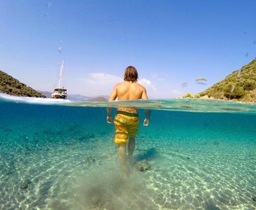 Làn nước trong xanh ở bãi biểnHillside, Thổ Nhĩ Kì.(Nguồn IG @rafahansen)