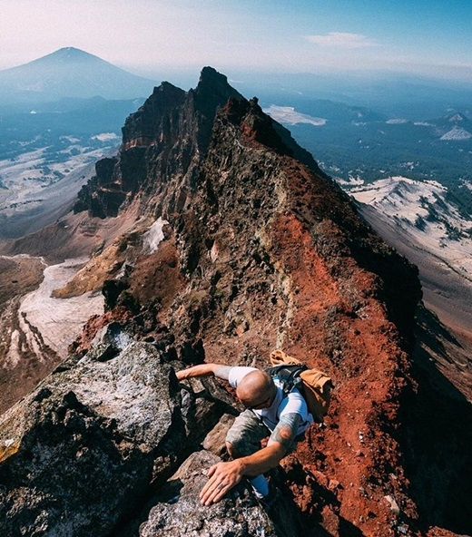 Không gì thích hơn cảm giác phấn khích tột độ khi chinh phục những ngọn núi đá hiểm trở ở vườn quốc giaWillamette vàDeschutes,bangOregon.(Nguồn IG @wheretowillie)