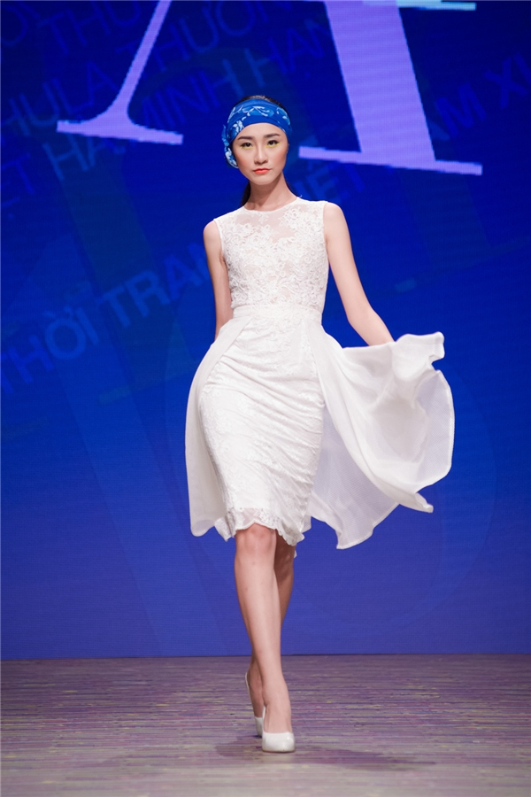 Những mẫu đầm ôm sát hay dáng váy xòe nhẹ nhàng được Hoa hậu Việt Nam 2010 tích cực lăng xê.