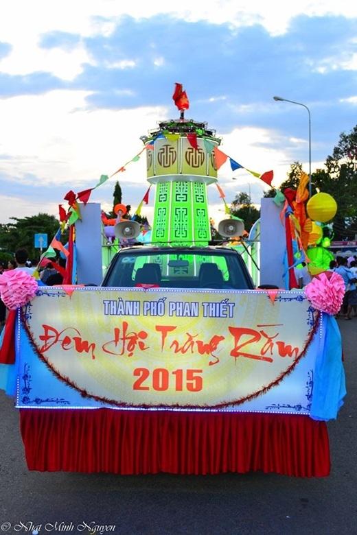 Lễ hội rước đèn truyền thống của thành phố Phan Thiết thường được tổ chức vào khoảng ngày 14 hoặc 15/8 âm lịch.