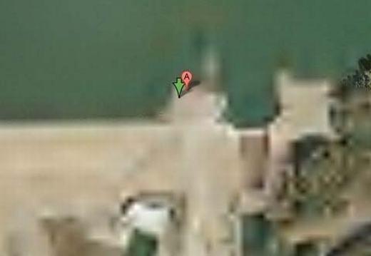 """Đây là chiếc đập nhân tạo có tên Keowee trên hồ Keowee ở Nam Carolina, Mỹ, đồng thời cũnglà """"cứ điểm"""" quan trọng trong toàn bộ hệ thống tạo phát điện của công ti Năng lượng Duke. (Ảnh chụp màn hình)"""