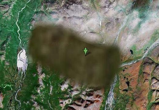 Nằm trong vùng lãnh nguyên Siberia, gần Egvekinot, Nga và láng giềng với Alaska qua eo biển Bering, địa điểm này bị Google Maps che mờ. Hiện chưa hiểu lí do gì Google lại làm điều này. (Ảnh chụp màn hình)