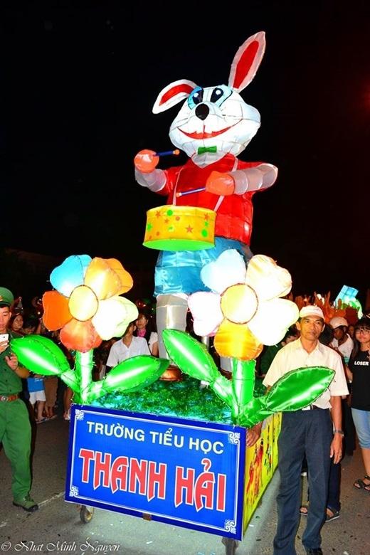 ... chú thỏ trắng trên cung trăng...