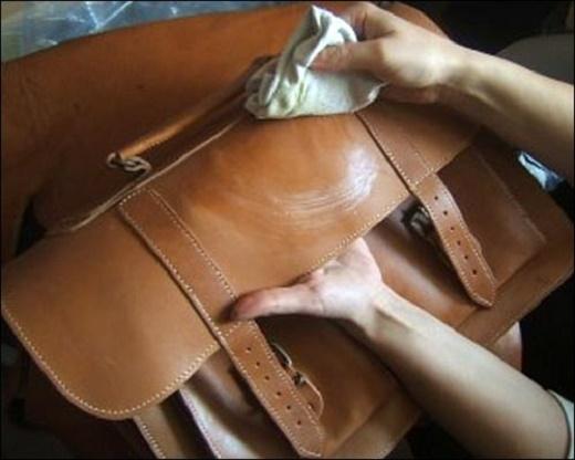Mẹo tẩy vết mực trên túi xách an toàn chỉ trong 5 giây