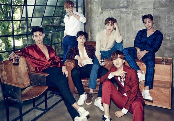 Trong khi đó, đàn anh cùng công ty,2PM cũng đang vất vả chuẩn bị concert tour vào tháng 10.