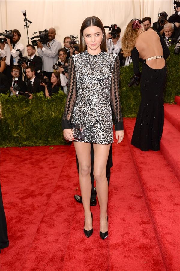 Đơn giản, tinh tế, sang trọng luôn là những hình dung rõ nét nhất về thời trang cũng như phong cách bên ngoài của Miranda Kerr.