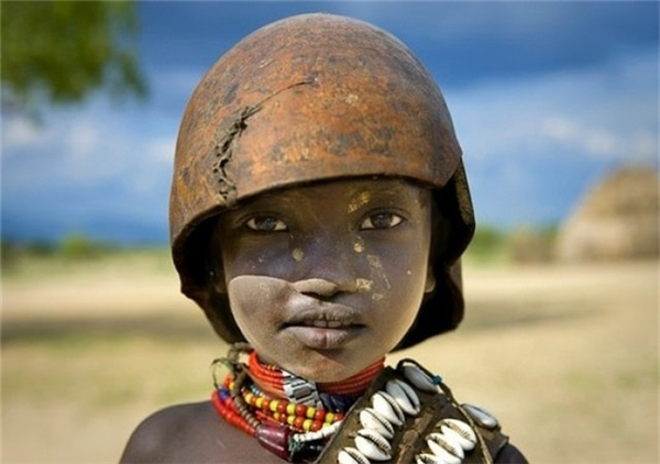 Ethiopia: Một đứa trẻ của bộ tộc Erbore.