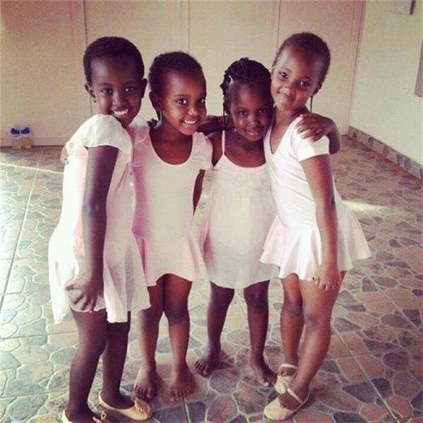 Học sinh tại một trường múa ballet cổ điển tại Rwanda - những thế hệ đầu tiên xuất hiện sau nạn diệt chủng.
