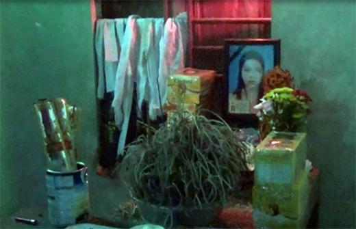 Gặp tai nạn điện giật thương tâm, chị Nguyễn Thị Thiều, mẹ bé Ngọc vừa qua đời hôm 8/9/2015. Chị mất để lại cho chồng 2 đứa con thơ dại, bé gái đầu 2,5tuổi, còn cháu Nguyễn Văn Thế Ngọc mới gần 4 tháng tuổi.