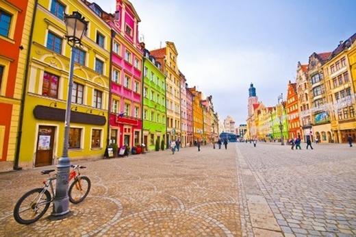 Wroclaw, Ba Lan: Vốn là một trong những thành phố lộng lẫy nhất Ba Lan, nơi đây còn được biết đến là một địa điểm thu hút khách du lịch vô cùng lớn với hàng trăm cây cầu trong thành phố.