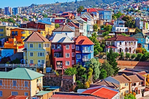Valparaiso, Chile: Thành phố cảng này là trung tâm lịch sử của Chile, với rất nhiều viện bảo tàng, nhà thờ và các tòa nhà cổ. Những bức tường màu sắc thể hiện sự sáng tạo của người dân nơi đây.