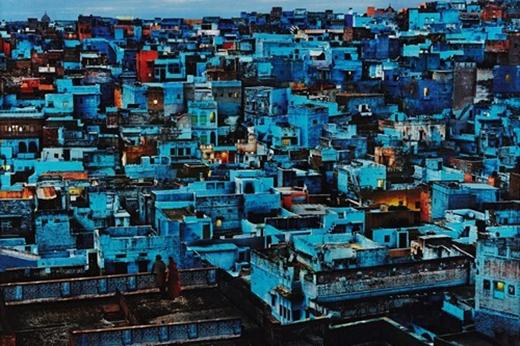 Jodhpur, Ấn Độ: Những tòa nhà ở đây đều được sơn màu xanh. Màu xanh tạo cảm giác yên bình và mát mẻ cho thành phố nằm ngay giữa lòng sa mạc.