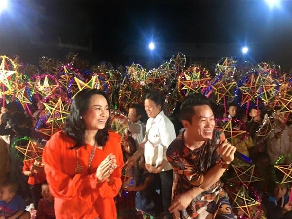 Thanh Lam đưa hai con cưng đi phá cỗ Trung thu ở vùng cao - Tin sao Viet - Tin tuc sao Viet - Scandal sao Viet - Tin tuc cua Sao - Tin cua Sao