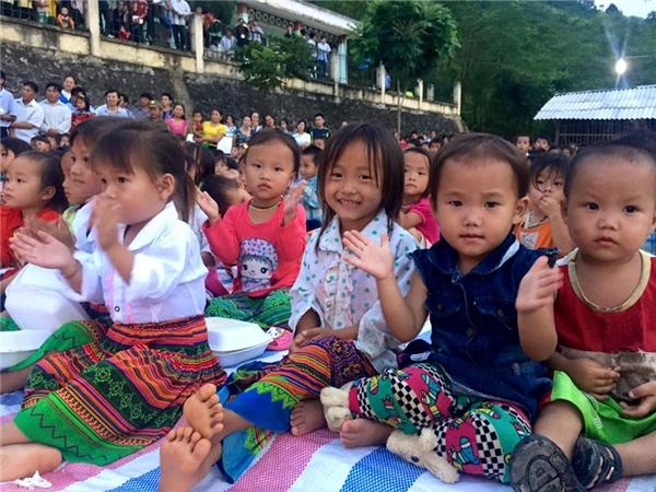 Nụ cười hồn nhiên của các bé ở huyện Mường Lát, Thanh Hóa. - Tin sao Viet - Tin tuc sao Viet - Scandal sao Viet - Tin tuc cua Sao - Tin cua Sao