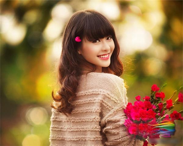 Mỉm cười, nếu cần thiết hãy giả vờ cười. Bạn sẽ thấy khó có thể nhăn nhó với một nụ cười trên mặt.