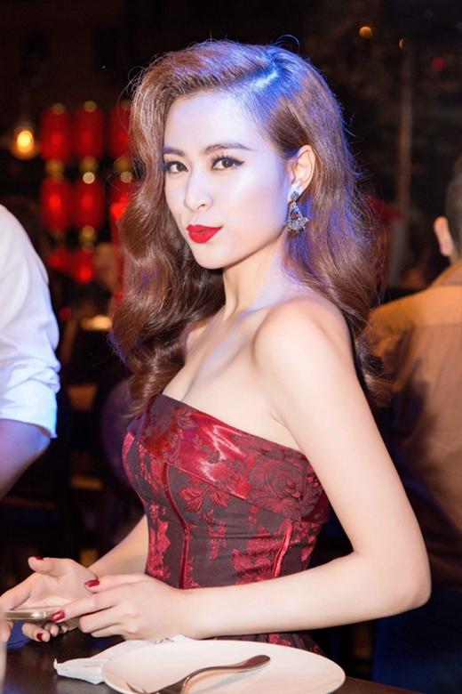 Những bộ cánh đầy quyến rũ của sao Việt tuần qua