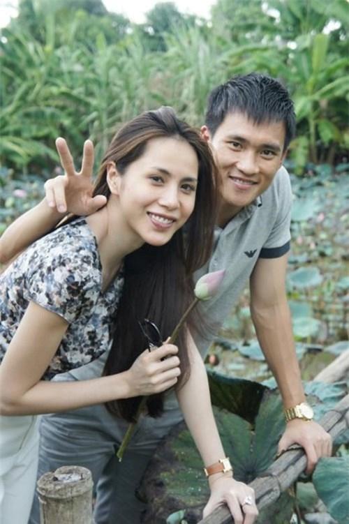 Hình ảnh mộc mạc của hai vợ chồng tại quê nhà. - Tin sao Viet - Tin tuc sao Viet - Scandal sao Viet - Tin tuc cua Sao - Tin cua Sao