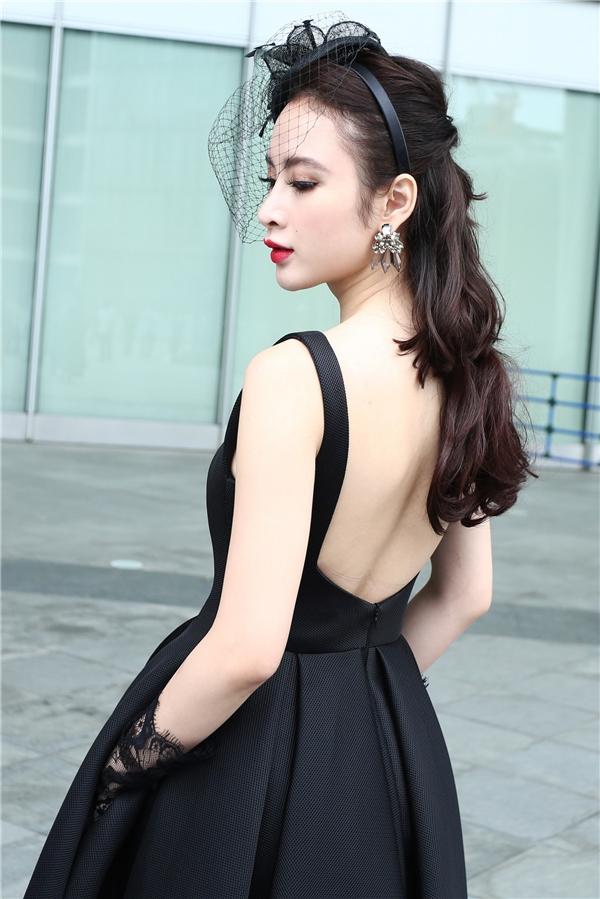 Nữ diễn viên sinh năm1995 khéo léo khoe lưng trần quyến rũ. - Tin sao Viet - Tin tuc sao Viet - Scandal sao Viet - Tin tuc cua Sao - Tin cua Sao
