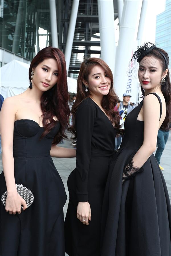 """Đi cùng cạnh hai sao Việt còn có sự xuất hiện của hot girl Ngân Mona. Cô nàng cũng diện cây đen """"cho bằng chị bằng em"""". - Tin sao Viet - Tin tuc sao Viet - Scandal sao Viet - Tin tuc cua Sao - Tin cua Sao"""