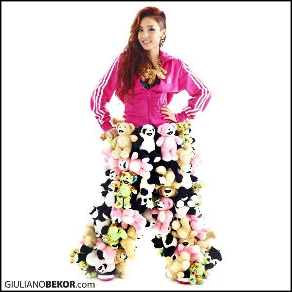 Thú bông rất đáng yêu nhưng bị lạm dụng quá nhiều để làm quần cho Dara (2NE1) lại dễ gây phản tác dụng.