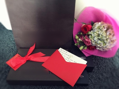 Những món quà nhỏ bé chứa đựng hạnh phúc của đôi vợ chồng. - Tin sao Viet - Tin tuc sao Viet - Scandal sao Viet - Tin tuc cua Sao - Tin cua Sao